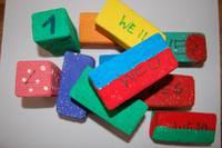 Foto; gebastelte Spielsteine, farbig